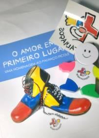 Kit  O Amor Em Primeiro Lugar  (Livro+MarcaTexto+adesivo)