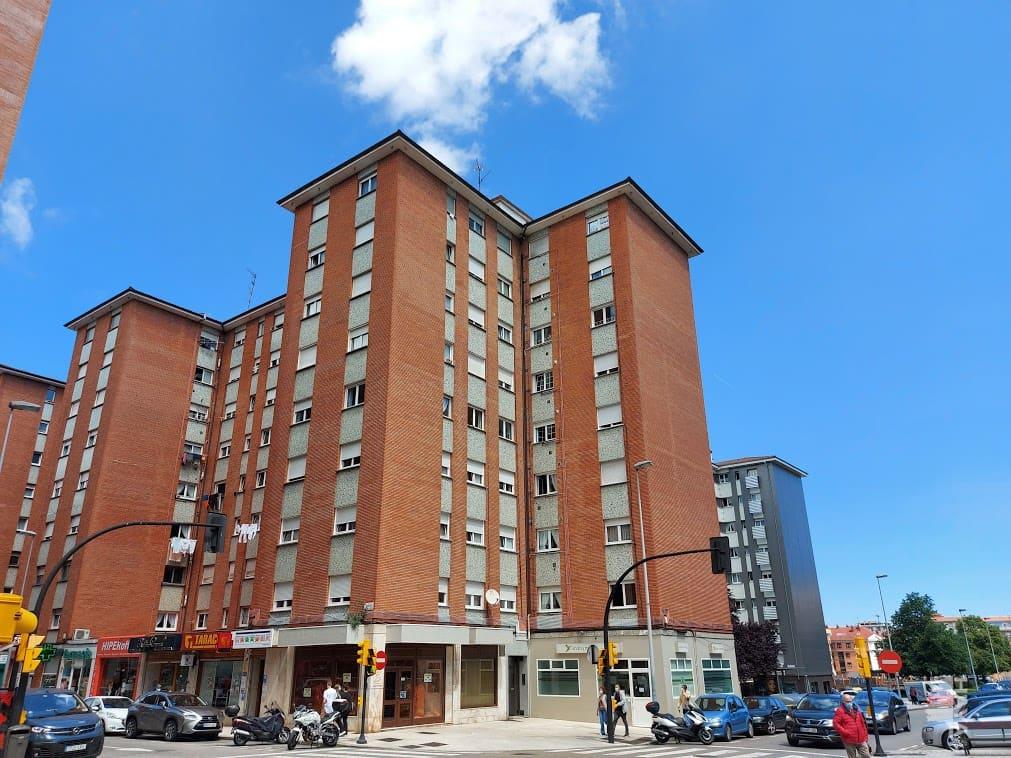 Piso en venta en Distrito Sur, Gijón, Asturias, Calle Naranjo de Bulnes, 107.900 €, 3 habitaciones, 1 baño, 91 m2