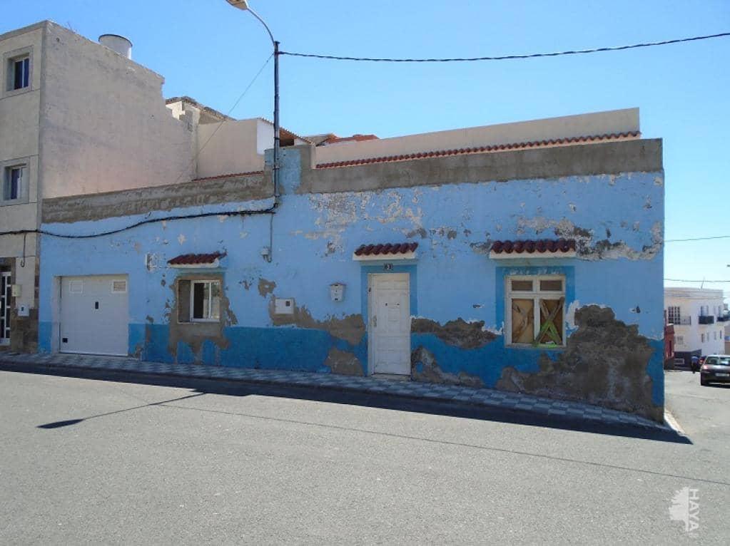Casa en venta en San Bartolomé de Tirajana, Las Palmas, Calle Serdero, 168.000 €, 4 habitaciones, 2 baños, 432 m2
