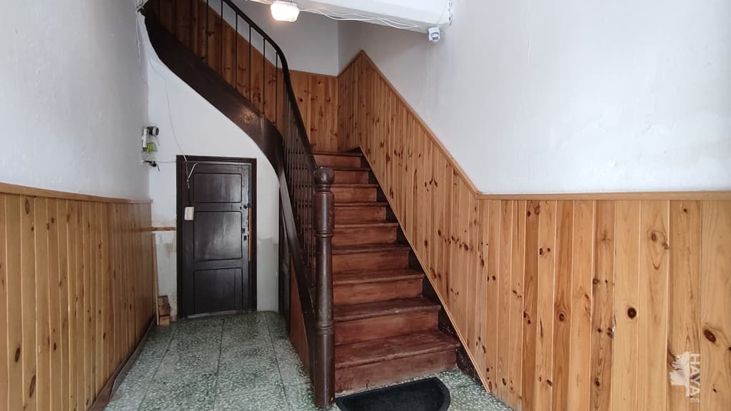Piso en venta en Piso en Torrelavega, Cantabria, 59.700 €, 2 habitaciones, 1 baño, 82 m2