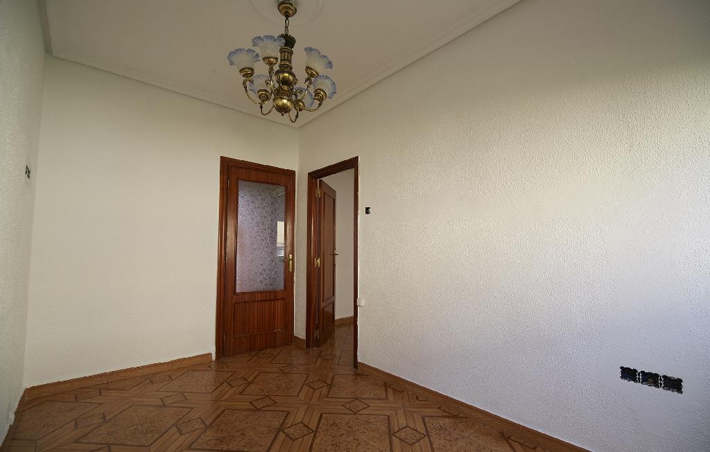 Piso en venta en Piso en Avilés, Asturias, 18.500 €, 3 habitaciones, 1 baño, 75 m2