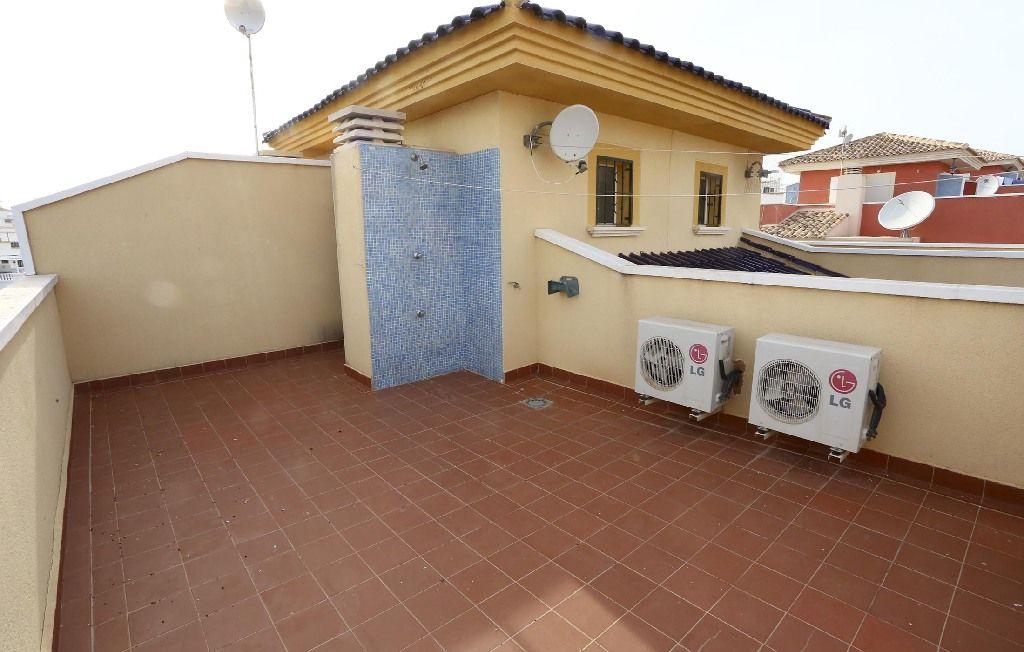 Casa en venta en Casa en Torrevieja, Alicante, 121.000 €, 3 habitaciones, 2 baños, 81 m2