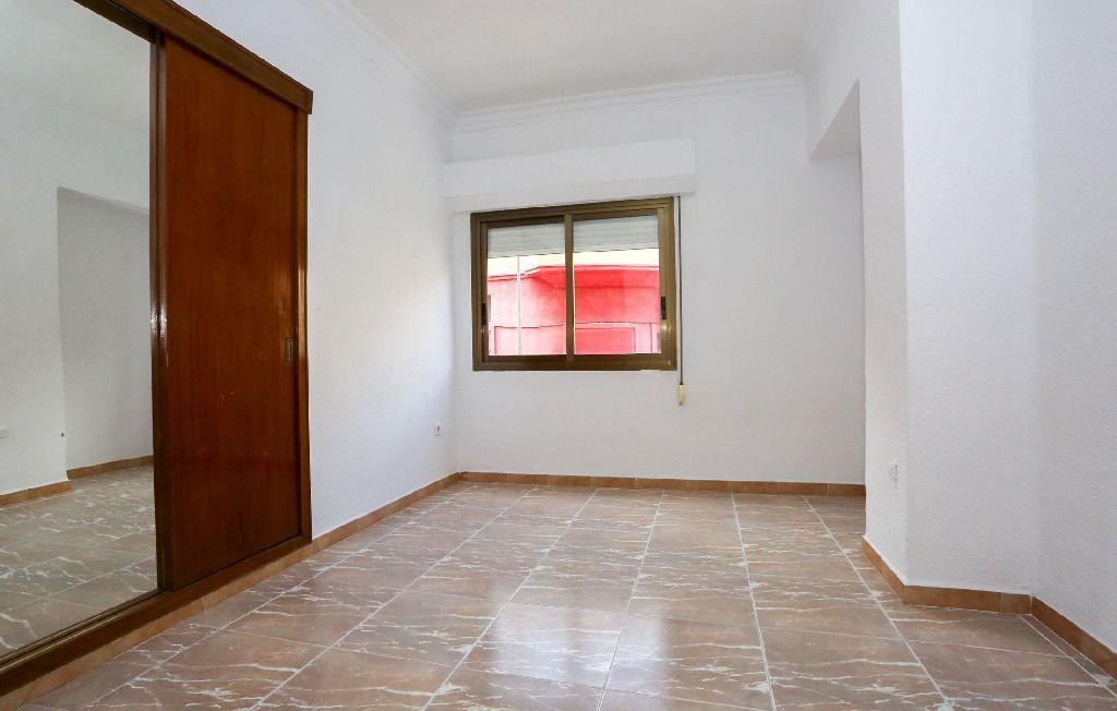 Piso en venta en Piso en Alzira, Valencia, 67.000 €, 3 habitaciones, 1 baño, 111 m2