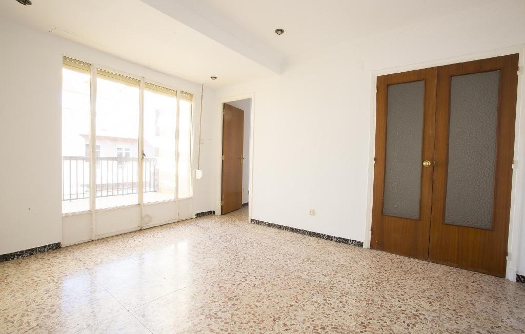 Piso en venta en Elche/elx, Alicante, Calle Jose Maria Soler Agullo, 87.000 €, 4 habitaciones, 1 baño, 119 m2