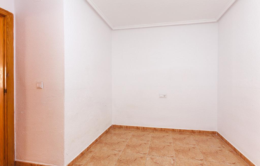Piso en venta en Piso en Torrevieja, Alicante, 75.000 €, 2 habitaciones, 1 baño, 54 m2
