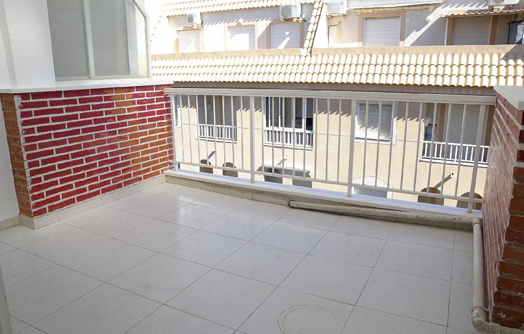 Piso en venta en Piso en Torrevieja, Alicante, 97.000 €, 4 habitaciones, 2 baños, 75 m2