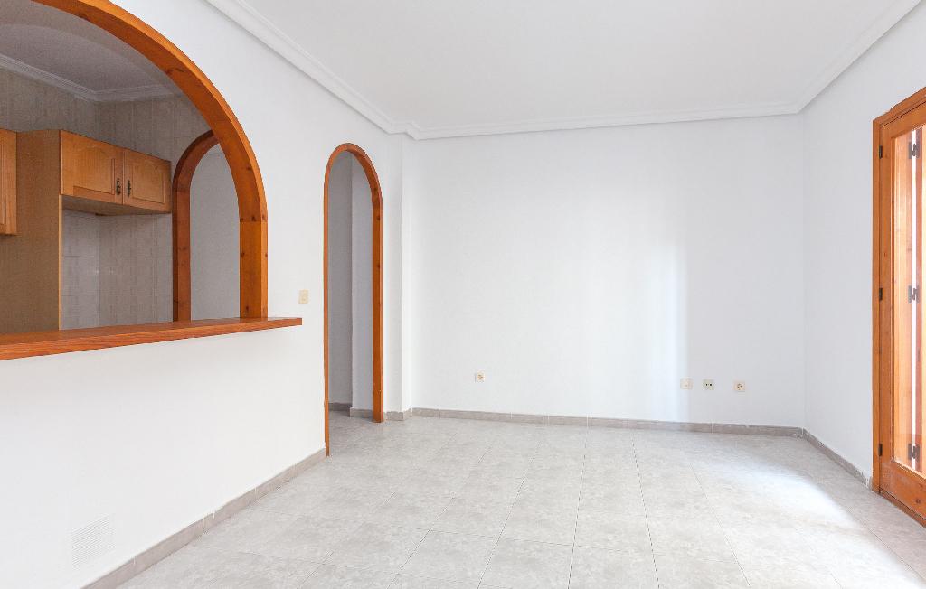 Piso en venta en Torrevieja, Alicante, Calle los Gases, 63.000 €, 1 habitación, 1 baño, 56 m2