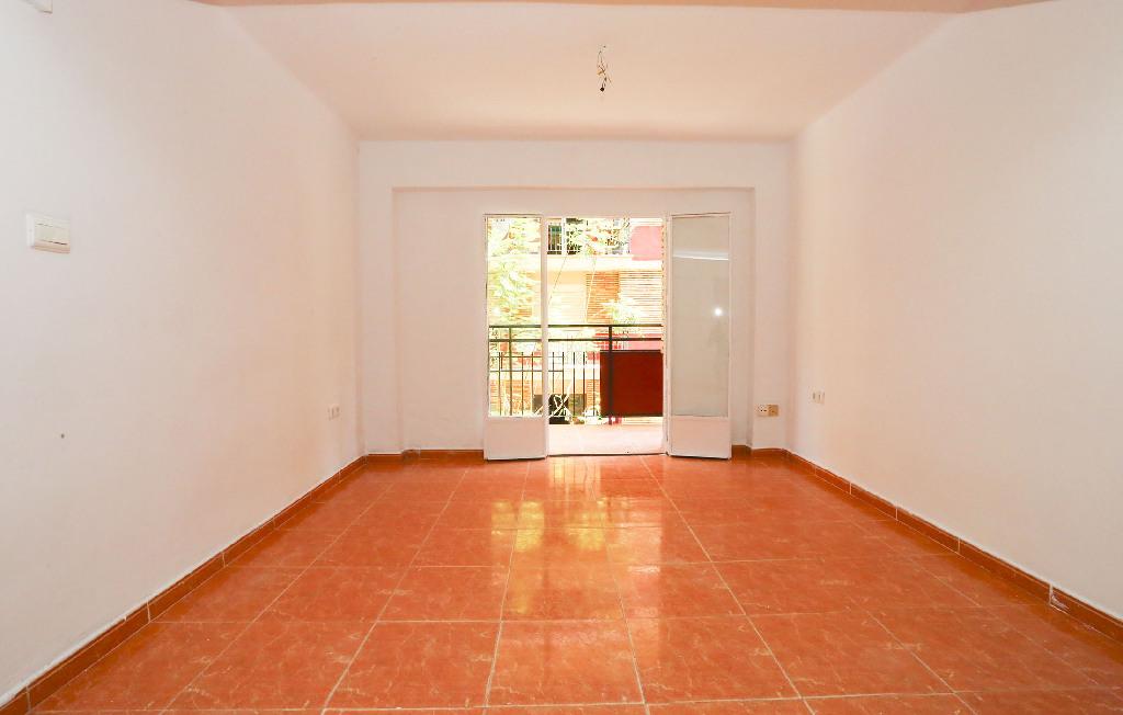 Piso en venta en Gandia, Valencia, Calle Pintor Joan de Joanes, 44.000 €, 3 habitaciones, 1 baño, 75 m2