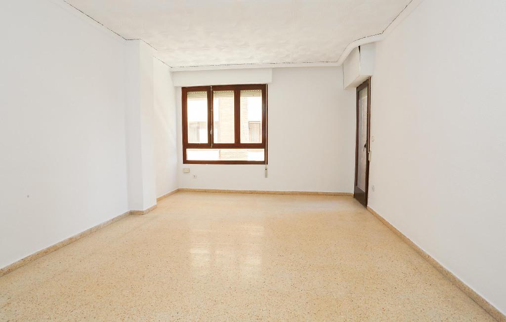 Piso en venta en Castellón de la Plana/castelló de la Plana, Castellón, Calle Dr. Ferran, 129.000 €, 4 habitaciones, 2 baños, 132 m2