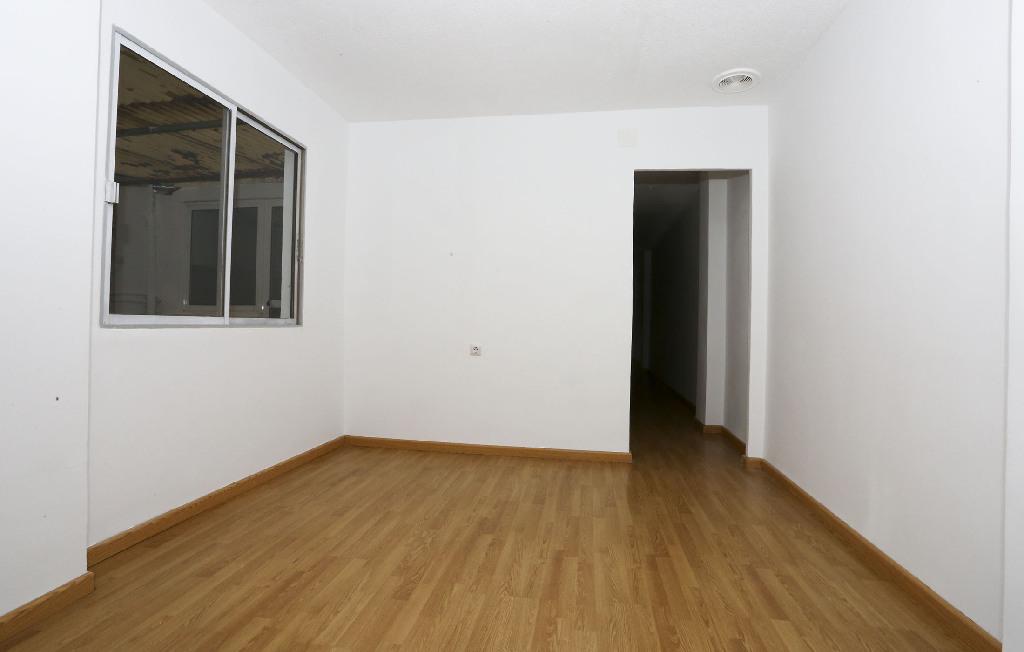 Piso en venta en Piso en Gandia, Valencia, 64.000 €, 3 habitaciones, 2 baños, 102 m2