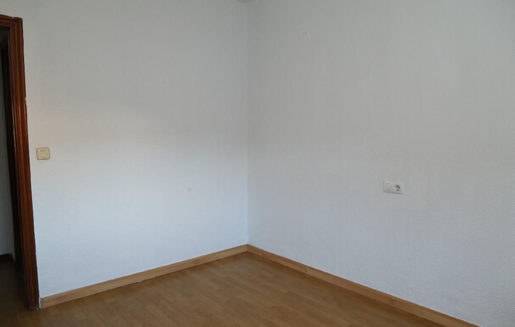 Piso en venta en Piso en Oviedo, Asturias, 107.000 €, 3 habitaciones, 2 baños, 78 m2