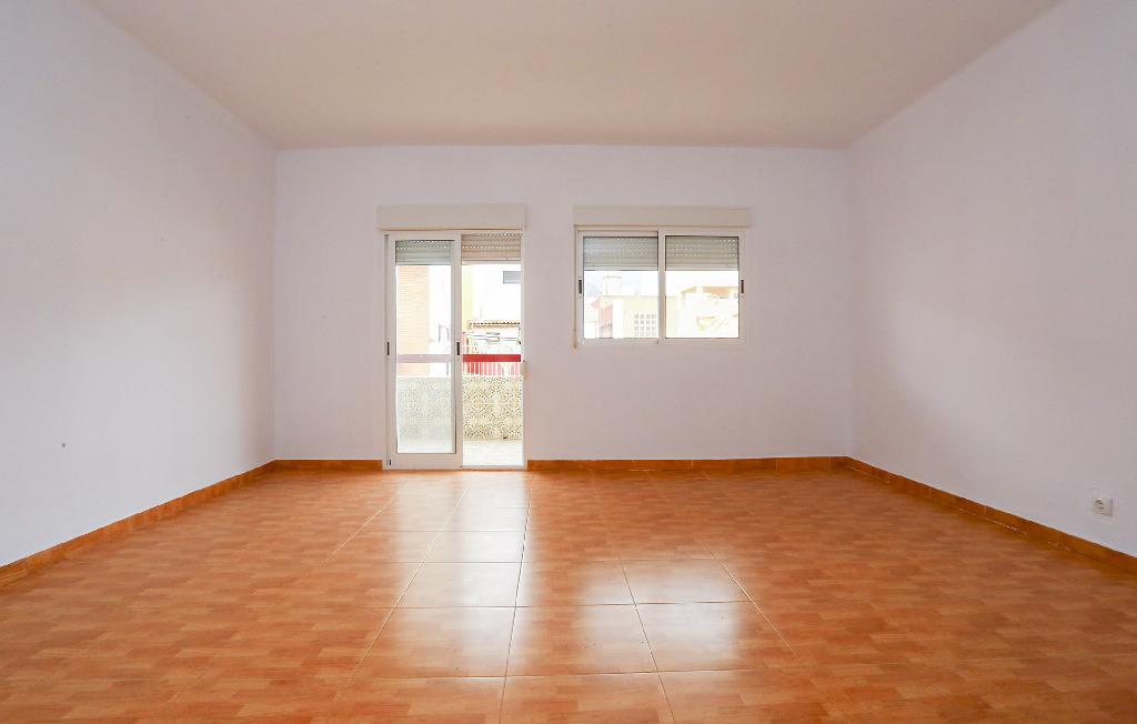 Piso en venta en Barrio Juan Xxiii, Benicasim/benicàssim, Castellón, Calle Leopoldo Querol, 98.000 €, 3 habitaciones, 2 baños, 111 m2