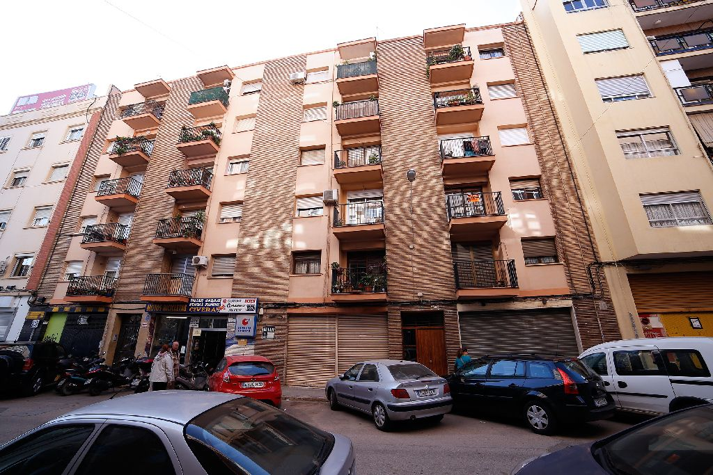 Piso en venta en L`olivereta, Valencia, Valencia, Calle Archena, 126.500 €, 4 habitaciones, 1 baño, 117 m2