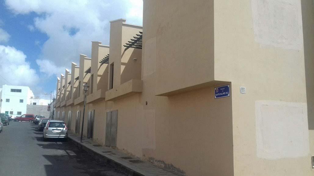 Piso en venta en Arrecife, Las Palmas, Calle Agustín Millares Sall, 83.000 €, 2 habitaciones, 2 baños, 85 m2