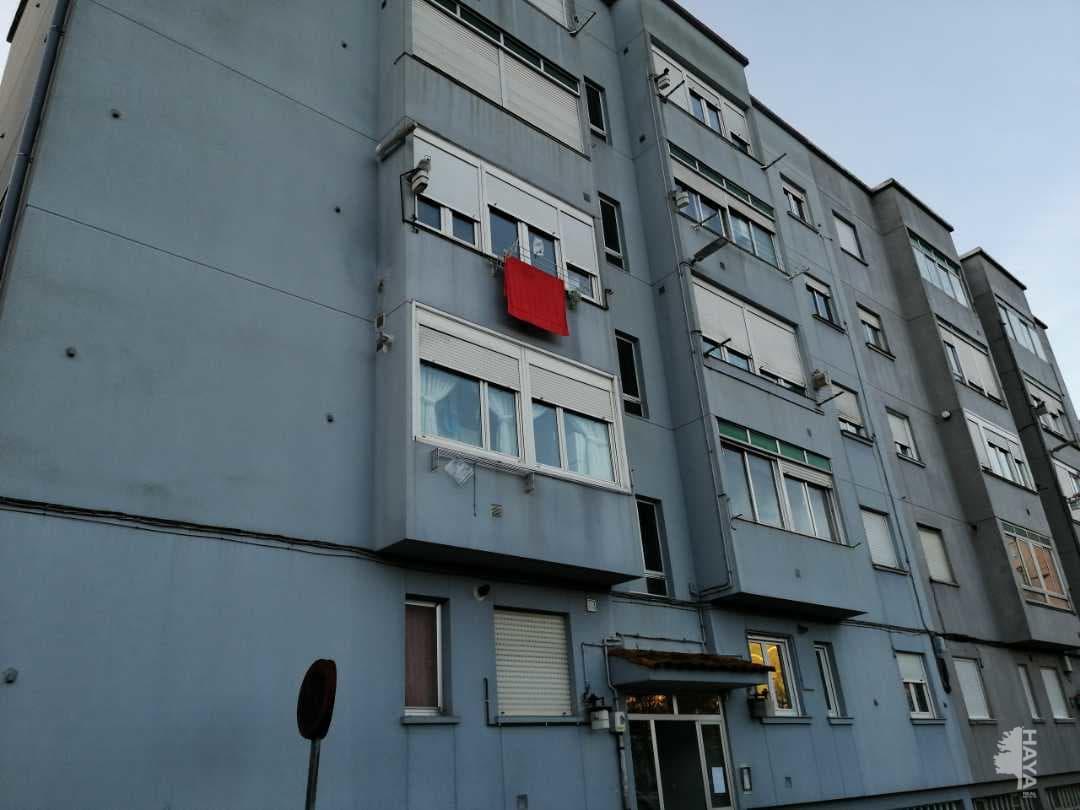 Piso en venta en Urbanización la Anjanas, los Corrales de Buelna, Cantabria, Calle Trabajadores de Authi, 61.000 €, 3 habitaciones, 1 baño, 77 m2