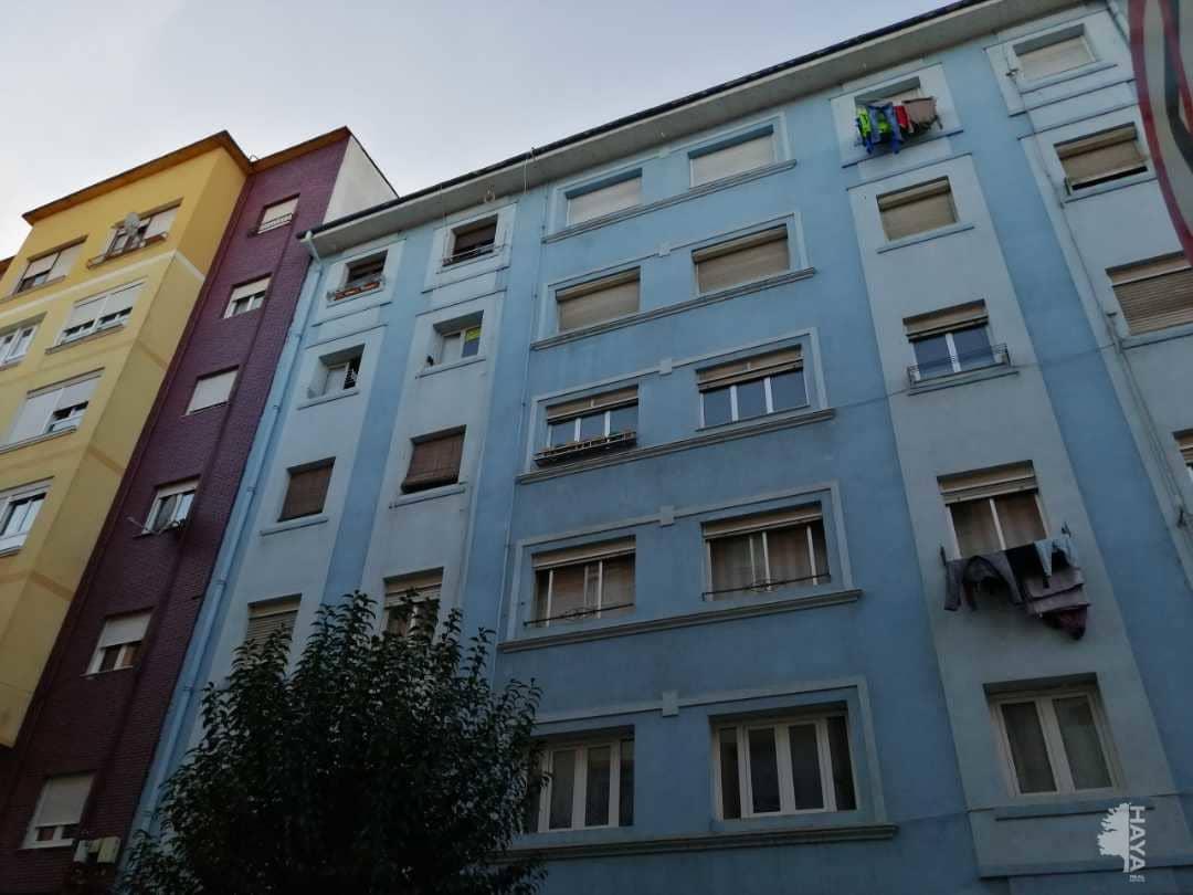 Piso en venta en La Inmobiliaria, Torrelavega, Cantabria, Calle Juan Xxlll, 49.000 €, 4 habitaciones, 1 baño, 72 m2