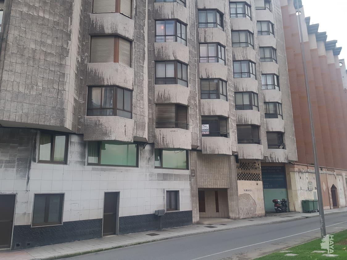 Piso en venta en Llaranes, Avilés, Asturias, Calle Muelle Del, 111.000 €, 3 habitaciones, 1 baño, 113 m2