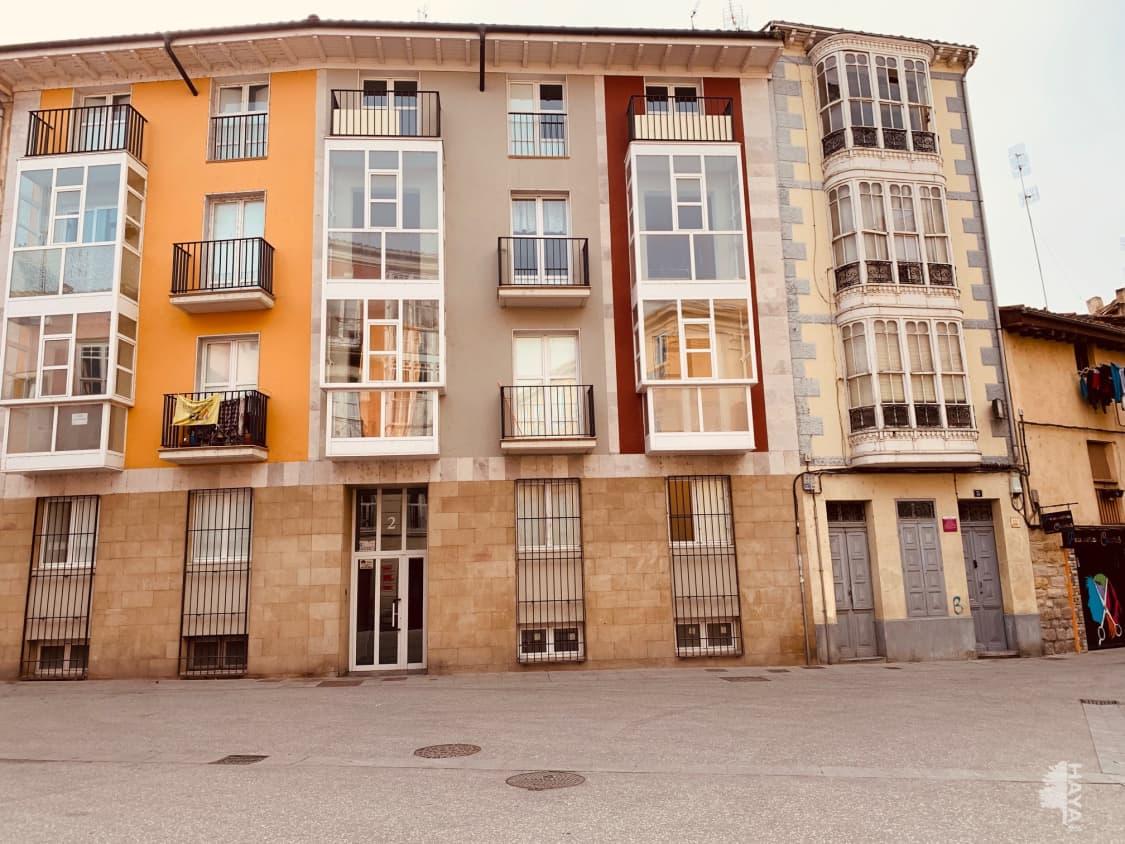 Piso en venta en Aquende, Miranda de Ebro, Burgos, Plaza Santa Maria, 63.000 €, 2 habitaciones, 1 baño, 106 m2