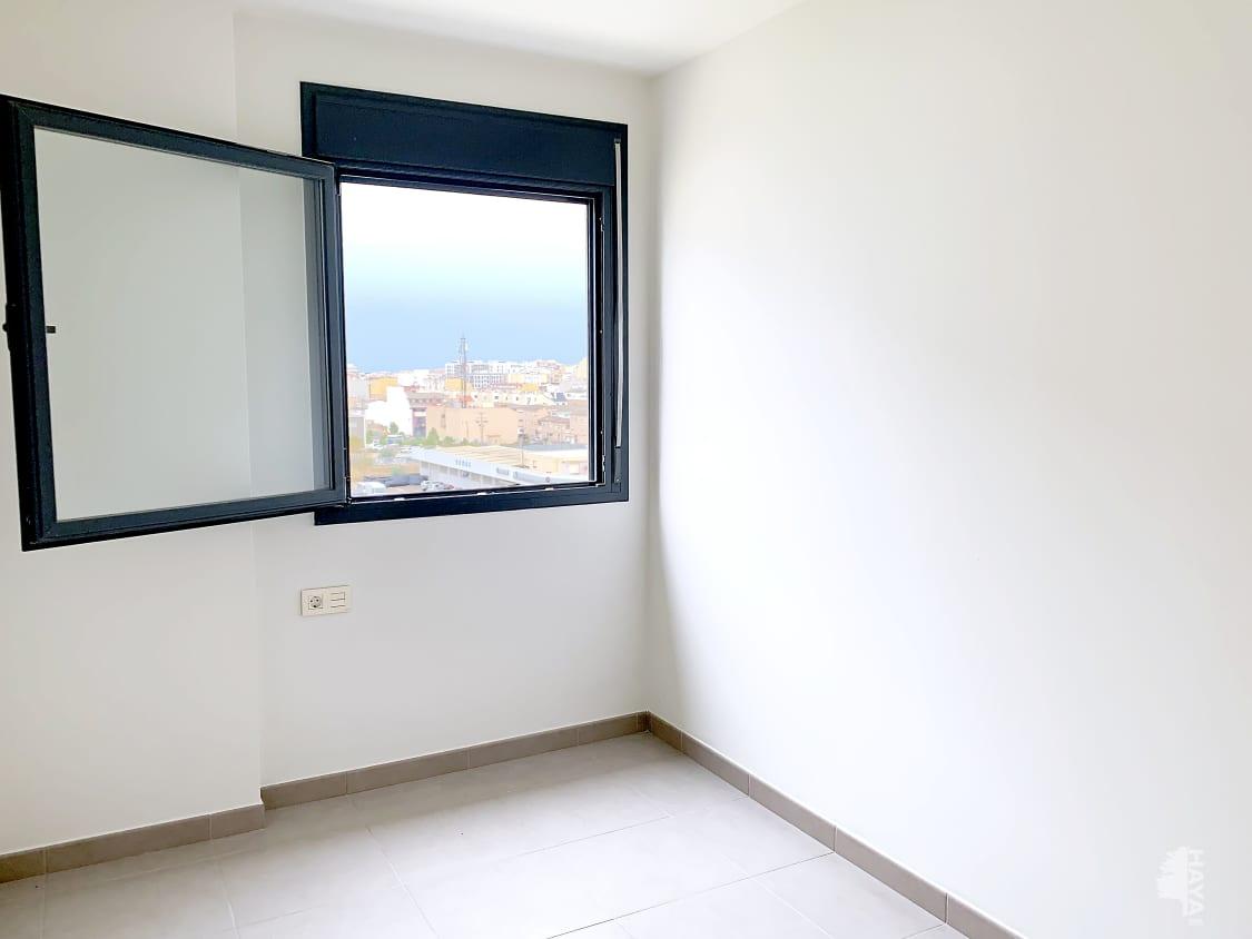 Piso en venta en Piso en Vinaròs, Castellón, 109.000 €, 4 habitaciones, 2 baños, 136 m2
