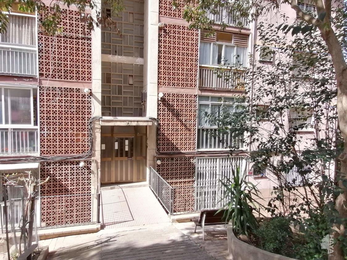 Piso en venta en Santa Coloma de Gramenet, Barcelona, Calle Juli Garreta, 96.000 €, 3 habitaciones, 1 baño, 65 m2