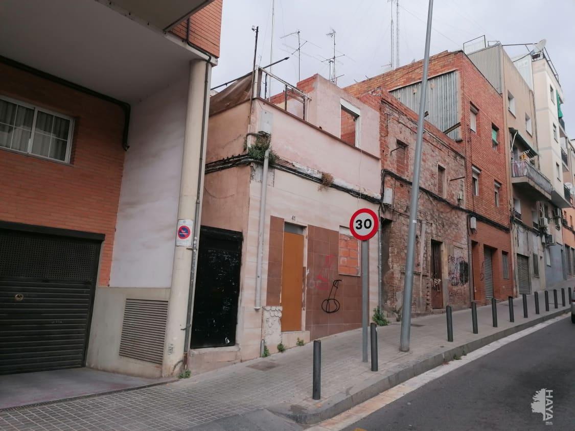 Casa en venta en Les Fonts, Badalona, Barcelona, Calle Ricard Strauss, 95.000 €, 3 habitaciones, 2 baños, 84 m2