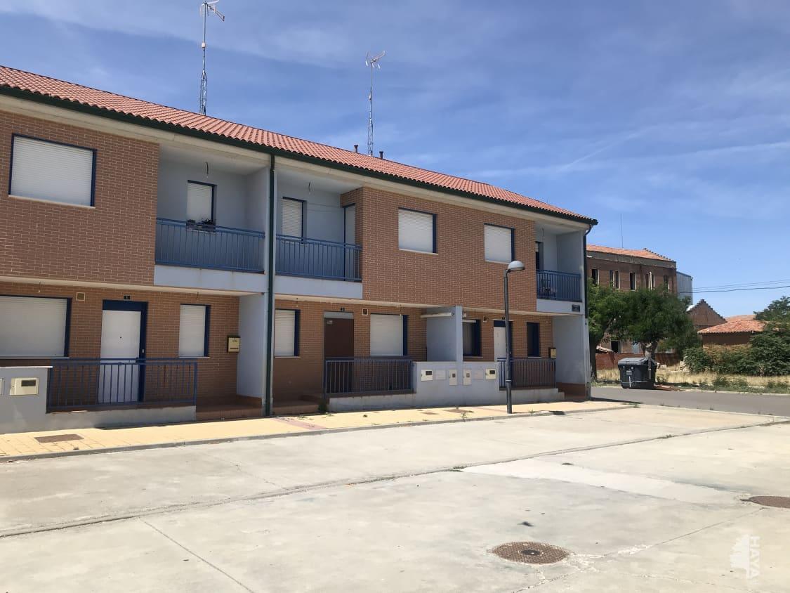 Piso en venta en Nava del Rey, Nava del Rey, Valladolid, Calle la Via, 108.300 €, 3 habitaciones, 1 baño, 112 m2