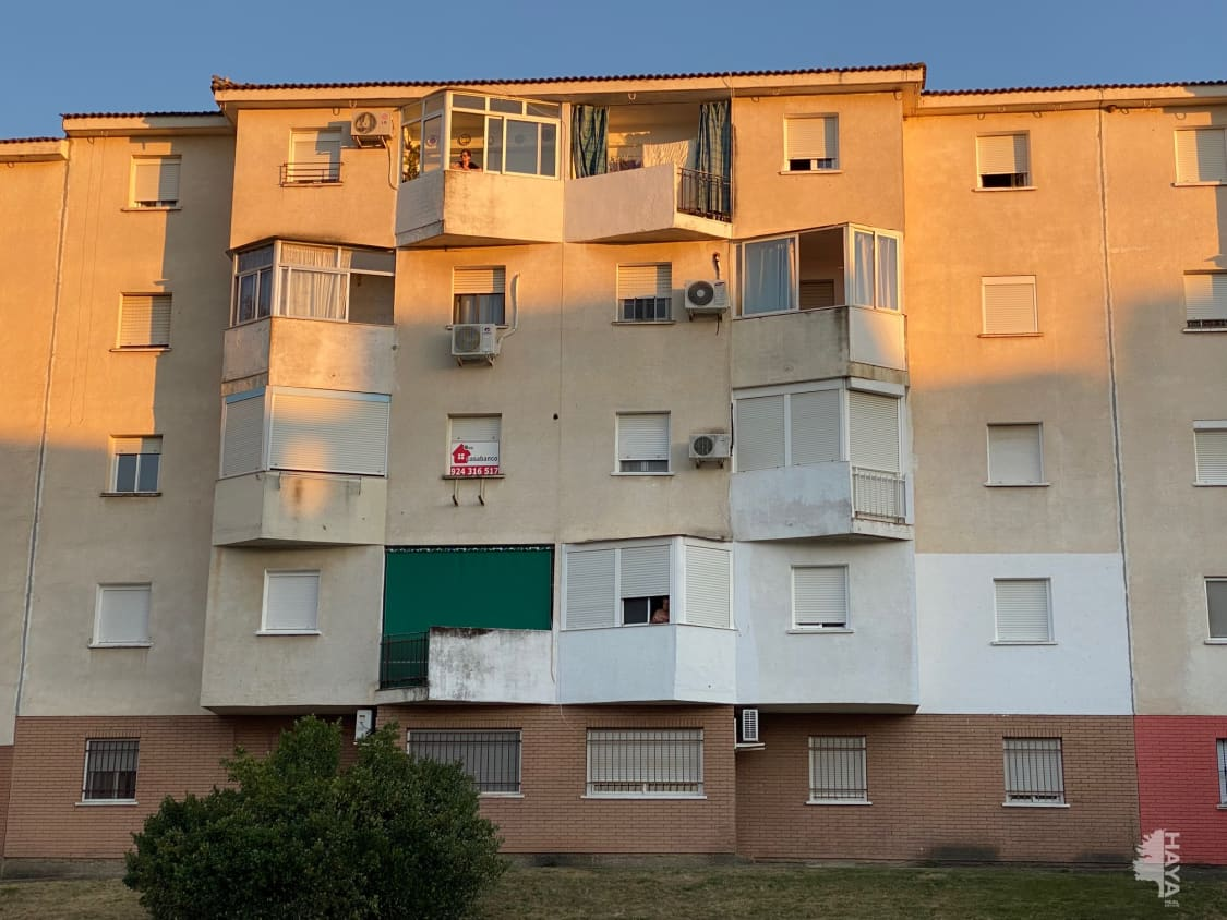 Piso en venta en Mérida, Badajoz, Calle Pelayo Moreno Sanchez, 54.500 €, 3 habitaciones, 1 baño, 90 m2