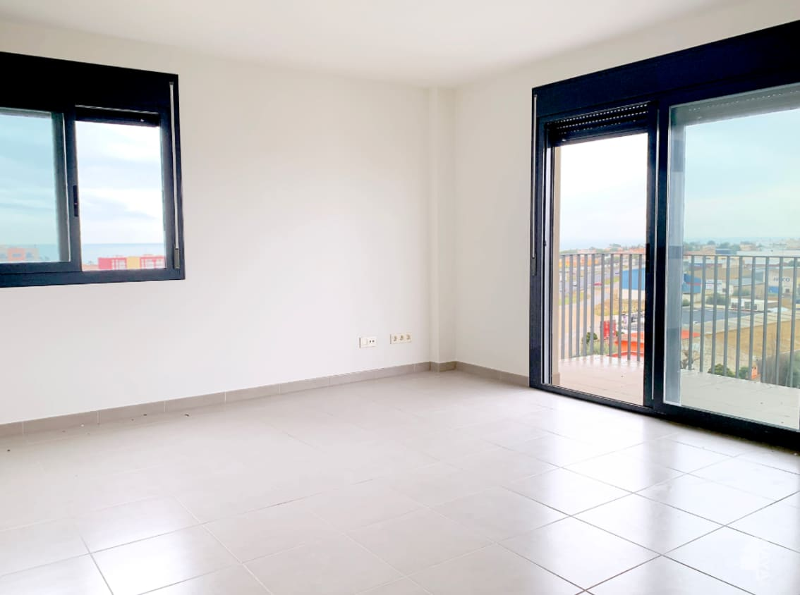 Piso en venta en Piso en Vinaròs, Castellón, 125.000 €, 4 habitaciones, 2 baños, 138 m2