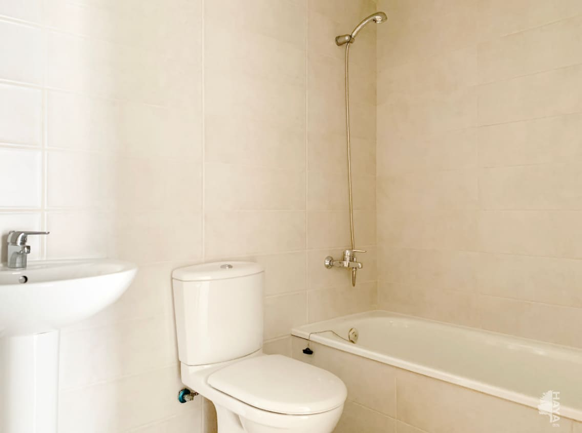 Piso en venta en Piso en Vinaròs, Castellón, 110.000 €, 3 habitaciones, 2 baños, 140 m2