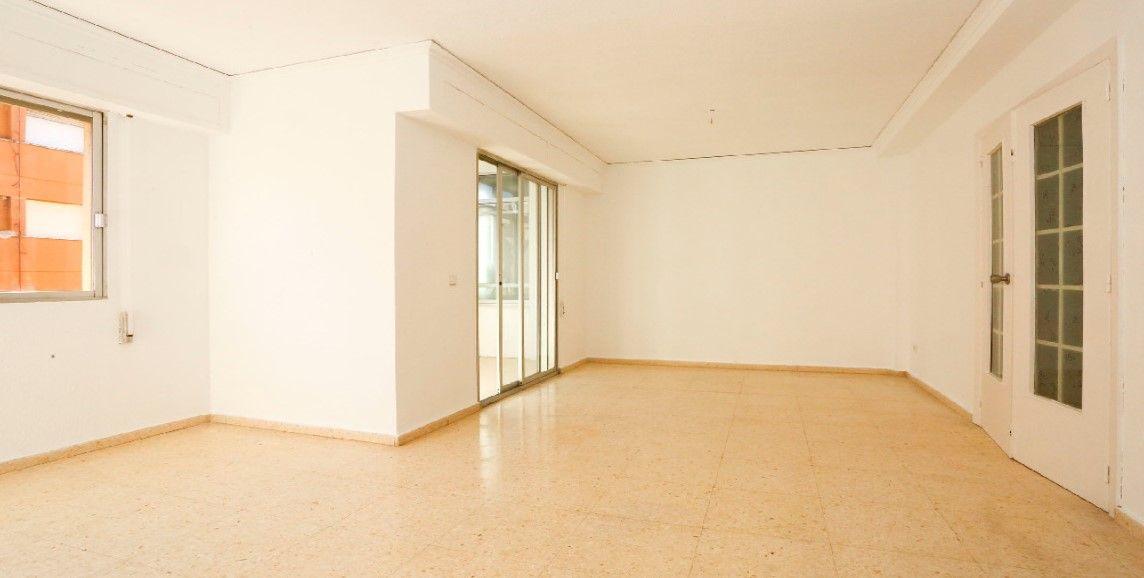 Piso en venta en Gandia, Valencia, Calle Guardamar, 79.500 €, 3 habitaciones, 2 baños, 120 m2