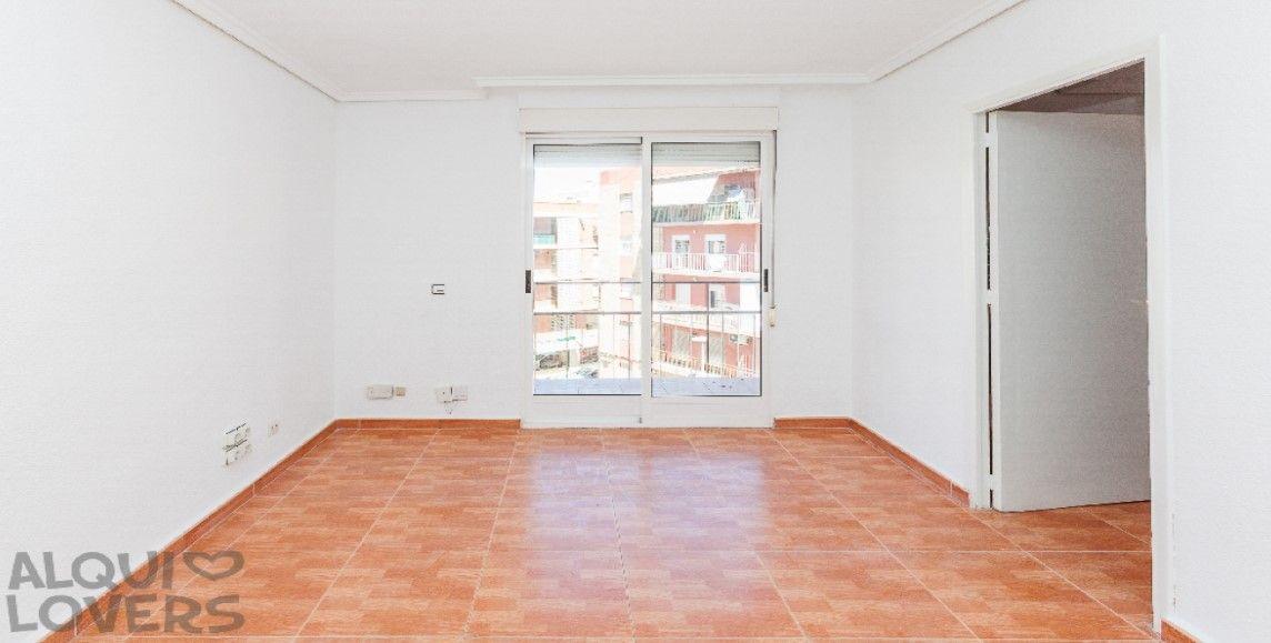 Piso en venta en Elche/elx, Alicante, Calle Antonio Sansano Franco, 52.000 €, 2 habitaciones, 1 baño, 71 m2