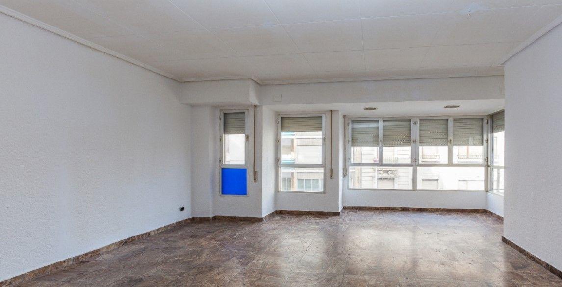 Piso en venta en El Raval de Santa Teresa, Elche/elx, Alicante, Avenida Reina Victoria, 253.000 €, 5 habitaciones, 2 baños, 244 m2