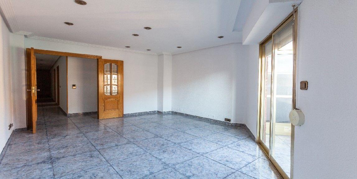 Piso en venta en Elche/elx, Alicante, Avenida Av Alacant, 95.000 €, 4 habitaciones, 1 baño, 110 m2