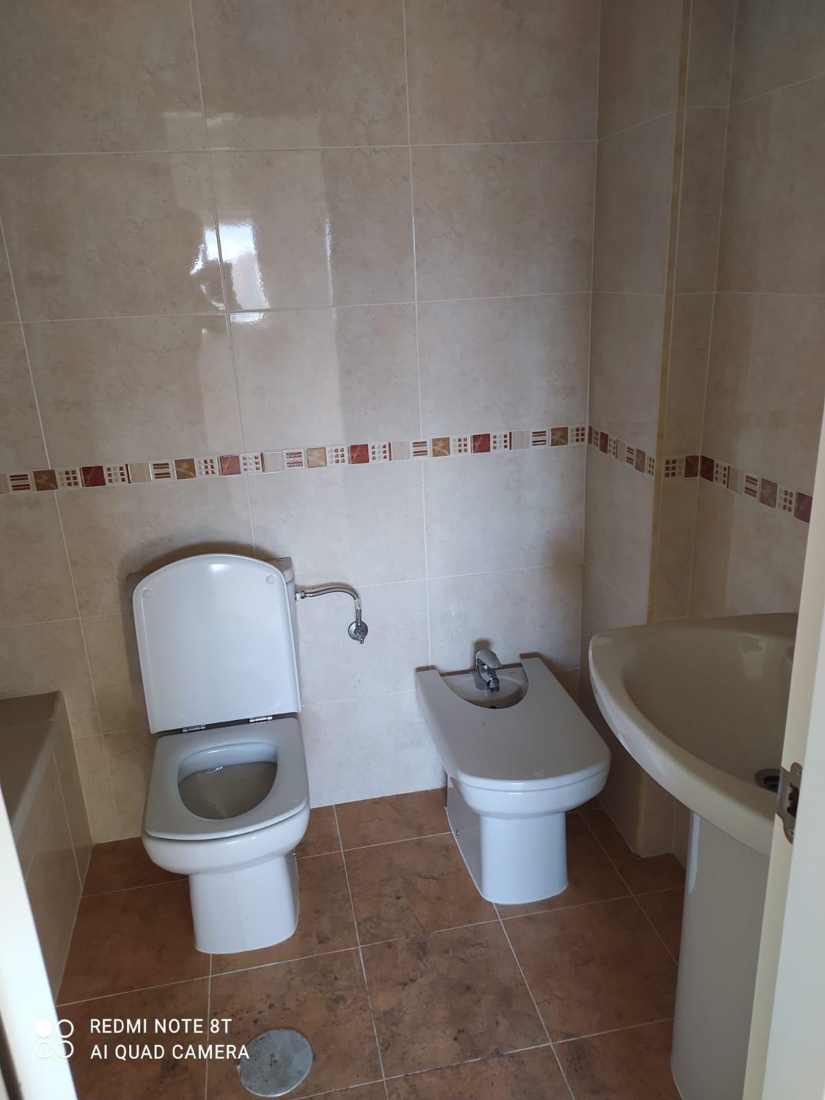 Piso en venta en Piso en Motril, Granada, 77.000 €, 3 habitaciones, 1 baño, 109 m2