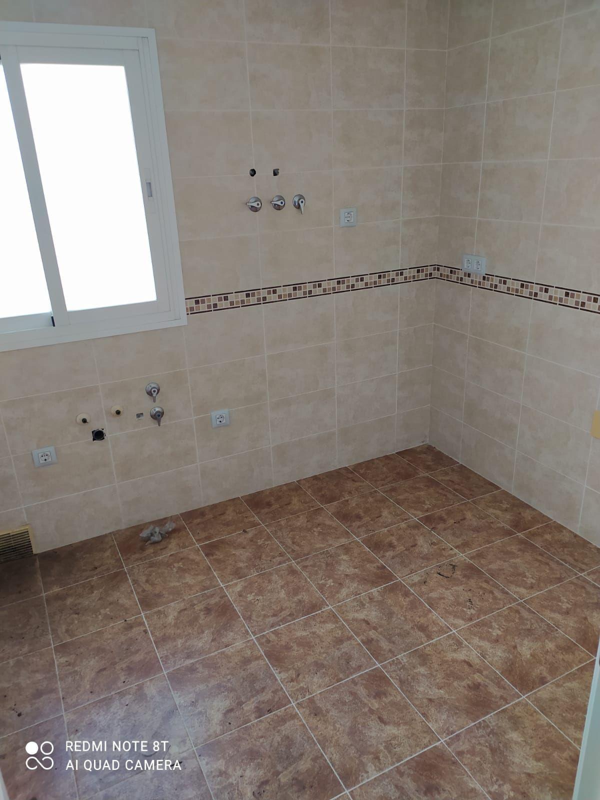 Piso en venta en Piso en Motril, Granada, 60.500 €, 2 habitaciones, 1 baño, 93 m2