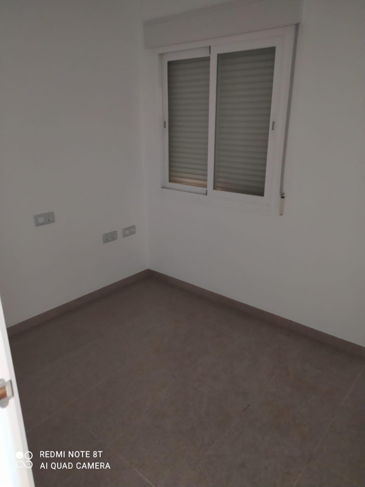 Piso en venta en Piso en Motril, Granada, 77.000 €, 3 habitaciones, 2 baños, 114 m2