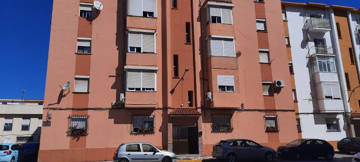 Piso en venta en La Línea de la Concepción, Cádiz, Avenida Maria Guerrero, 65.000 €, 3 habitaciones, 1 baño, 80 m2