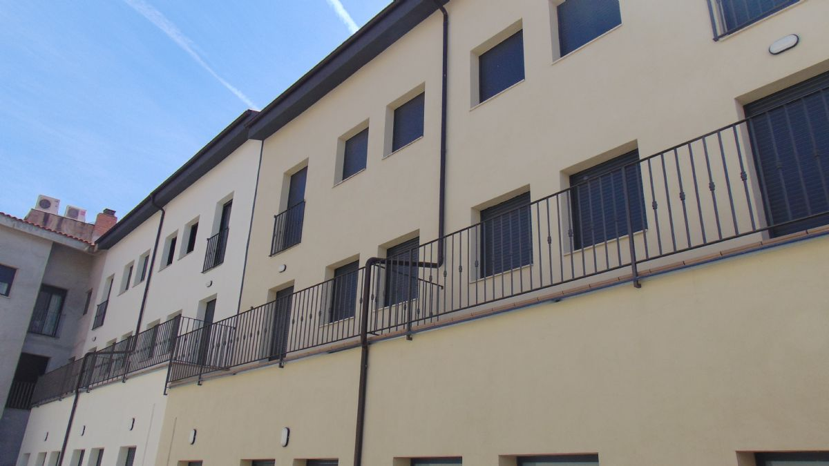 Piso en venta en Piso en Sant Martí Sarroca, Barcelona, 125.000 €, 3 habitaciones, 2 baños, 75 m2