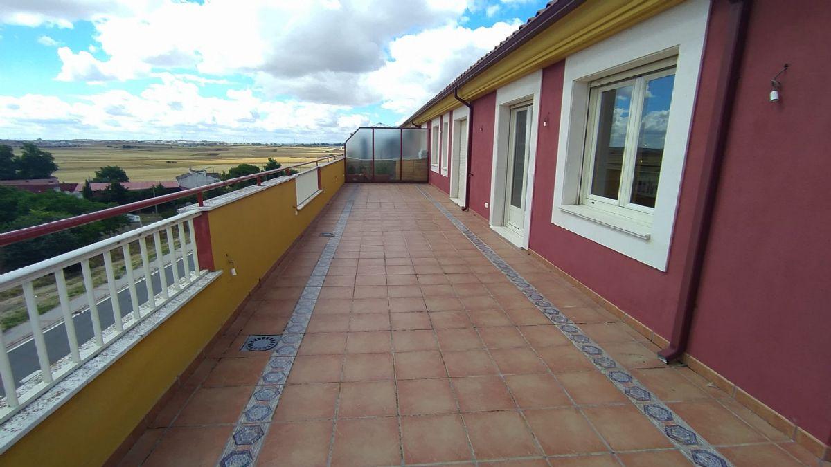 Piso en venta en Aldeaseca de Armuña, Villares de la Reina, Salamanca, Calle Villares, 210.000 €, 4 habitaciones, 2 baños, 140 m2