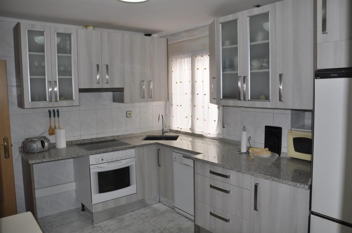 Piso en venta en Barrio del Pradillo, Medina de Pomar, Burgos, Avenida Bilbao, 45.000 €, 3 habitaciones, 1 baño, 97 m2