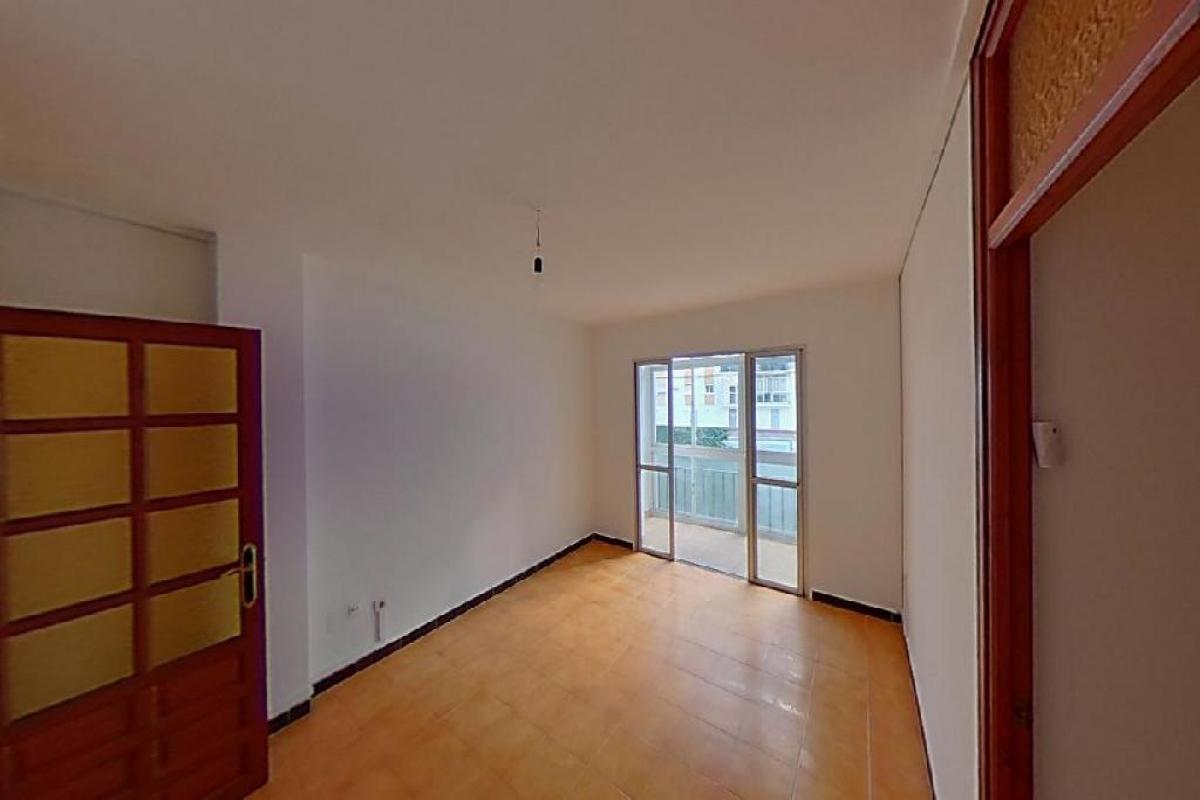 Piso en venta en Viviendas del Sol, Estepona, Málaga, Calle Terraza, 113.000 €, 3 habitaciones, 1 baño, 77 m2