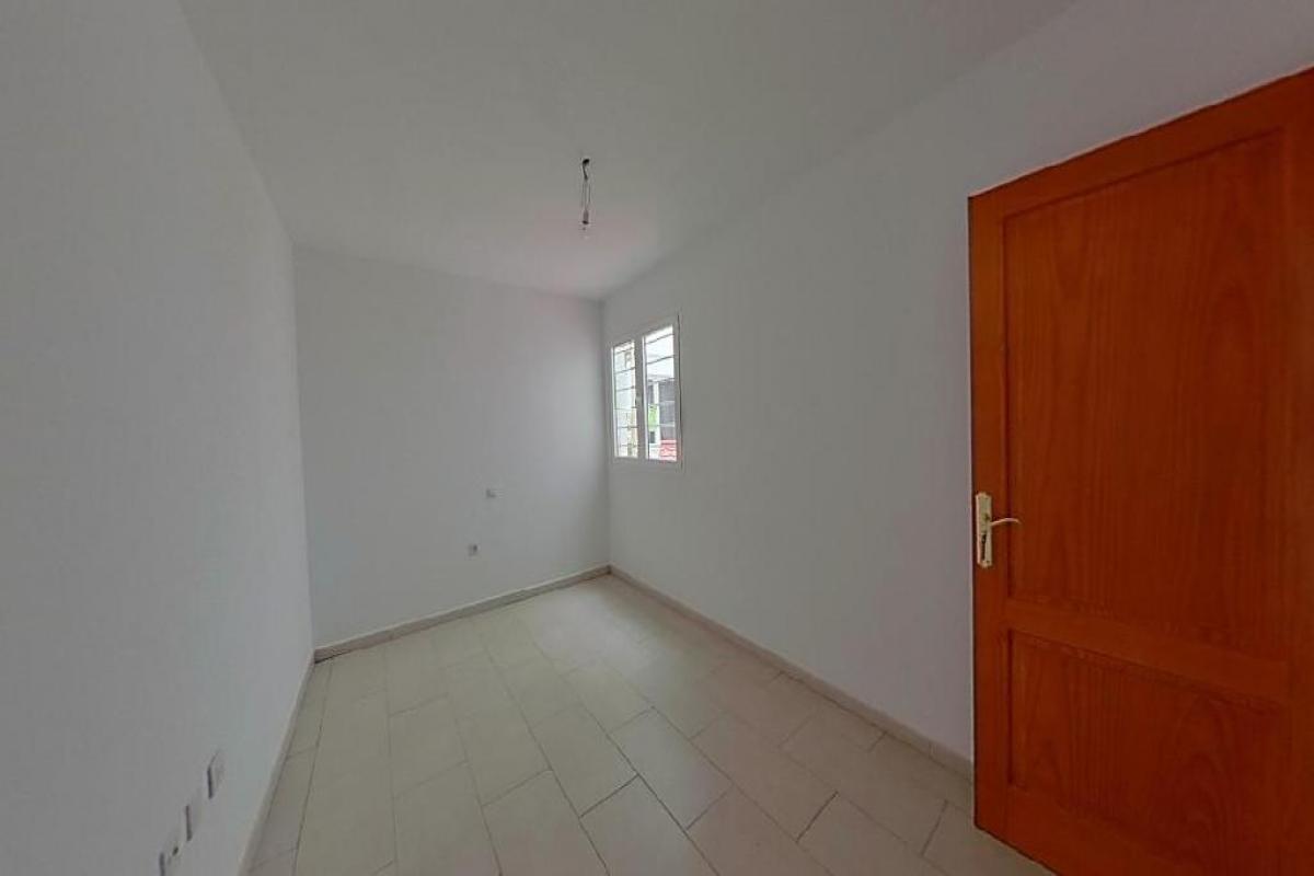 Piso en venta en Piso en Arrecife, Las Palmas, 100.483 €, 3 habitaciones, 1 baño, 84 m2