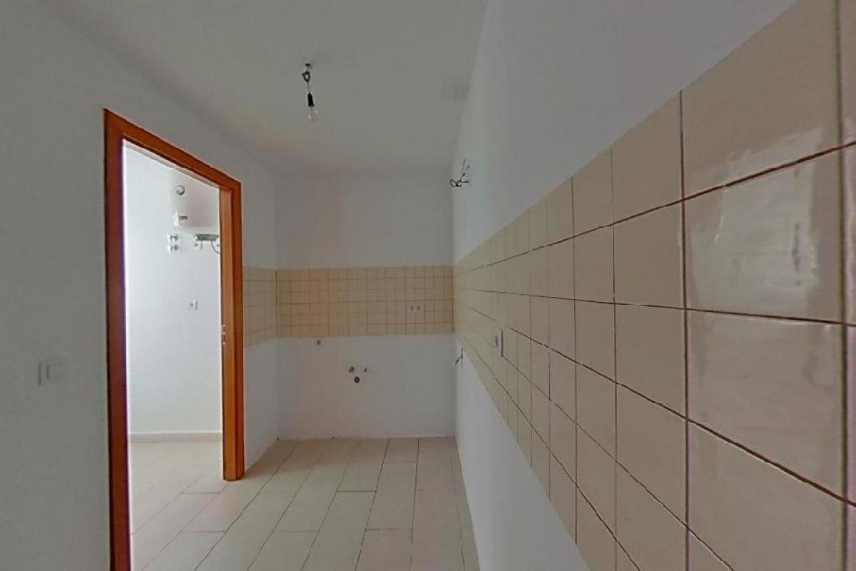 Piso en venta en Piso en Arrecife, Las Palmas, 96.800 €, 3 habitaciones, 2 baños, 84 m2