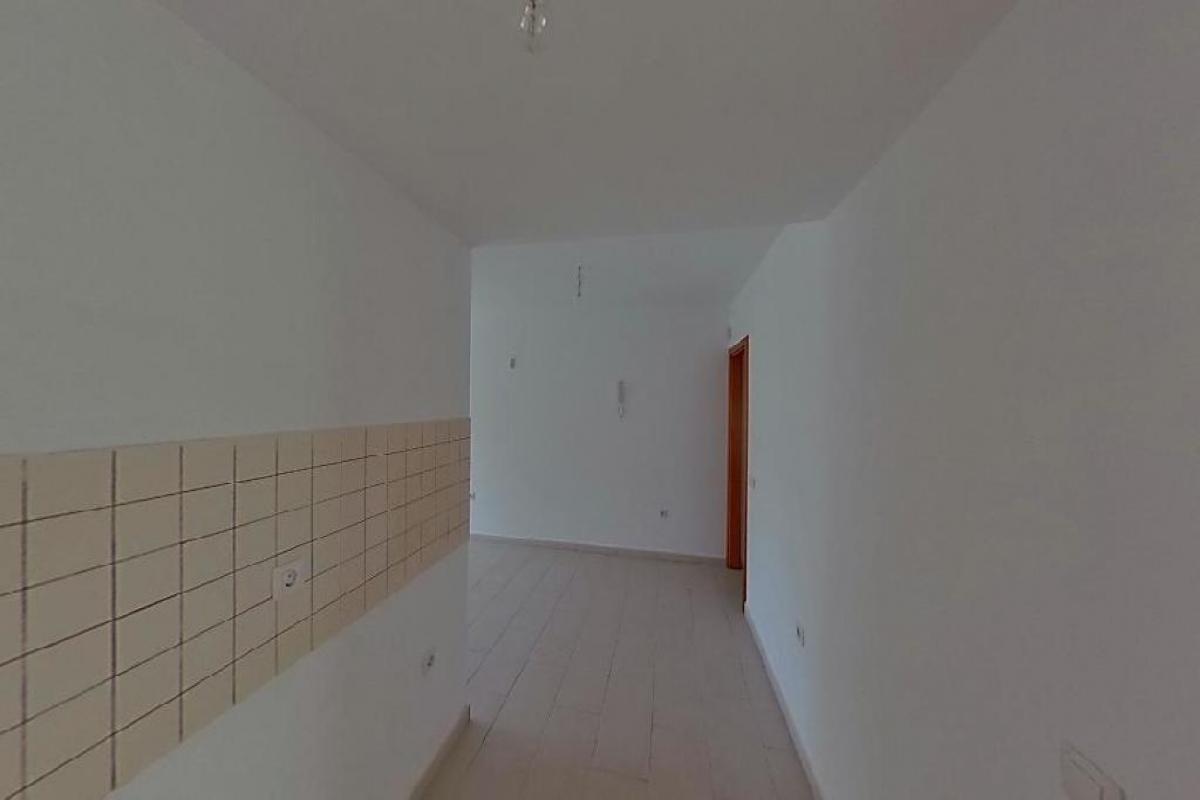 Piso en venta en Piso en Arrecife, Las Palmas, 97.837 €, 3 habitaciones, 2 baños, 84 m2