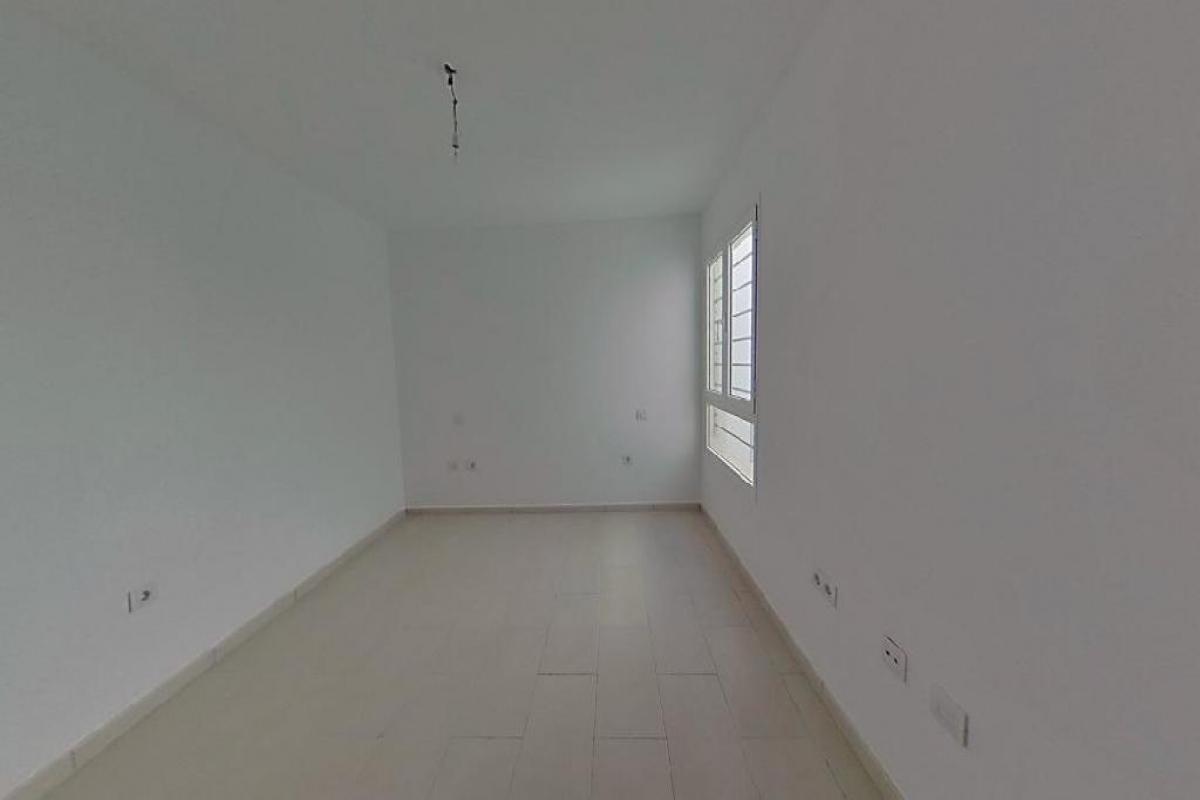 Piso en venta en Piso en Arrecife, Las Palmas, 99.937 €, 3 habitaciones, 2 baños, 84 m2