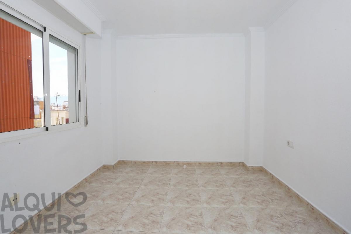 Piso en venta en Piso en Sueca, Valencia, 88.000 €, 3 habitaciones, 2 baños, 110 m2