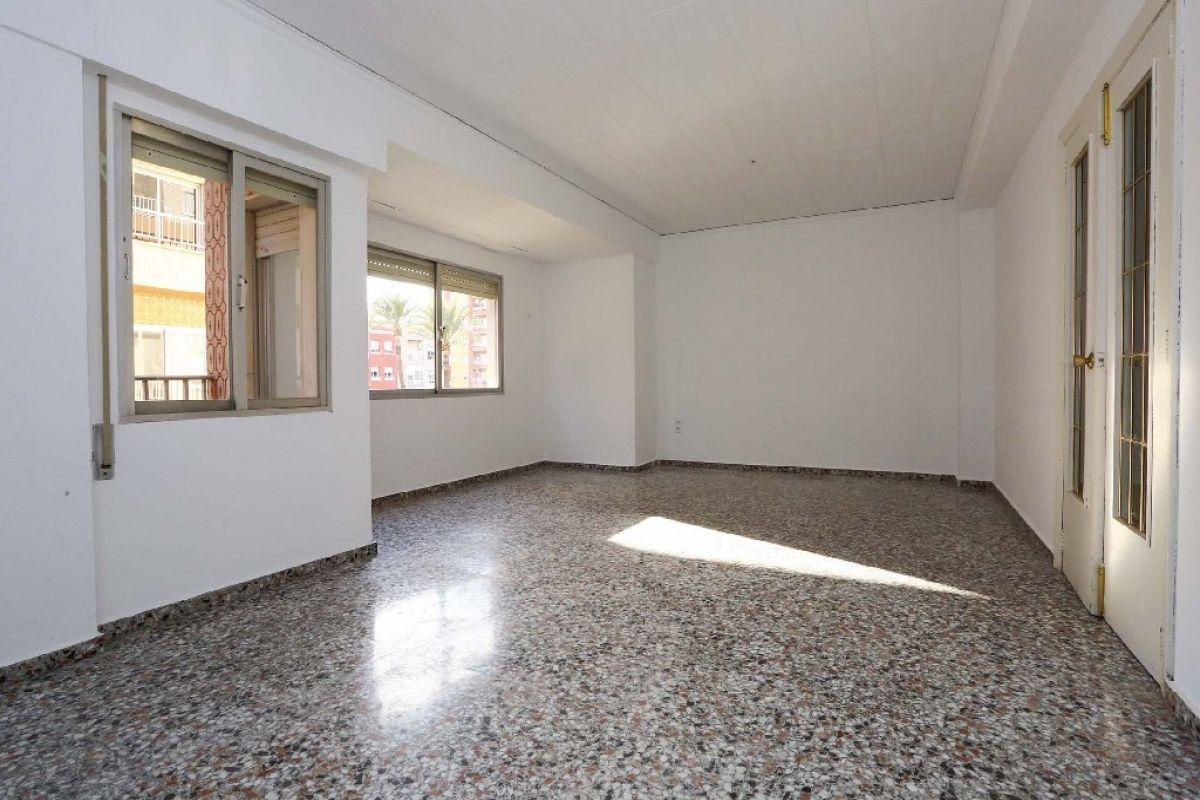 Piso en venta en Gandia, Valencia, Calle Castello de Les Gerres, 61.000 €, 3 habitaciones, 1 baño, 104 m2