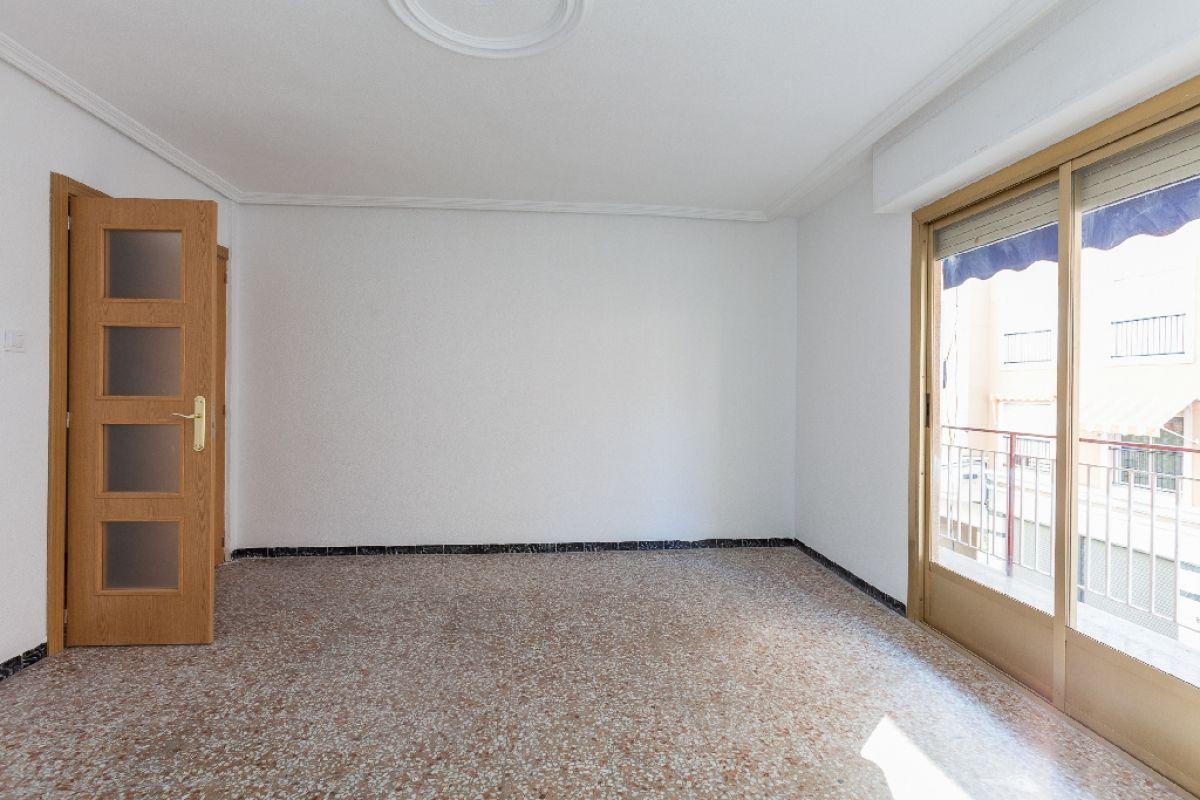 Piso en venta en El Toscar, Elche/elx, Alicante, Calle Pedro Moreno Sastre, 64.000 €, 4 habitaciones, 2 baños, 106 m2