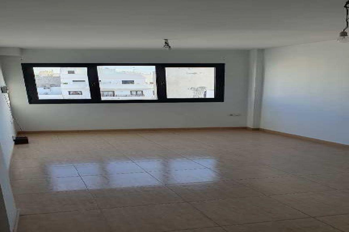 Piso en venta en La Vega, Arrecife, Las Palmas, Calle Coronel Benz, 122.000 €, 3 habitaciones, 2 baños, 113 m2