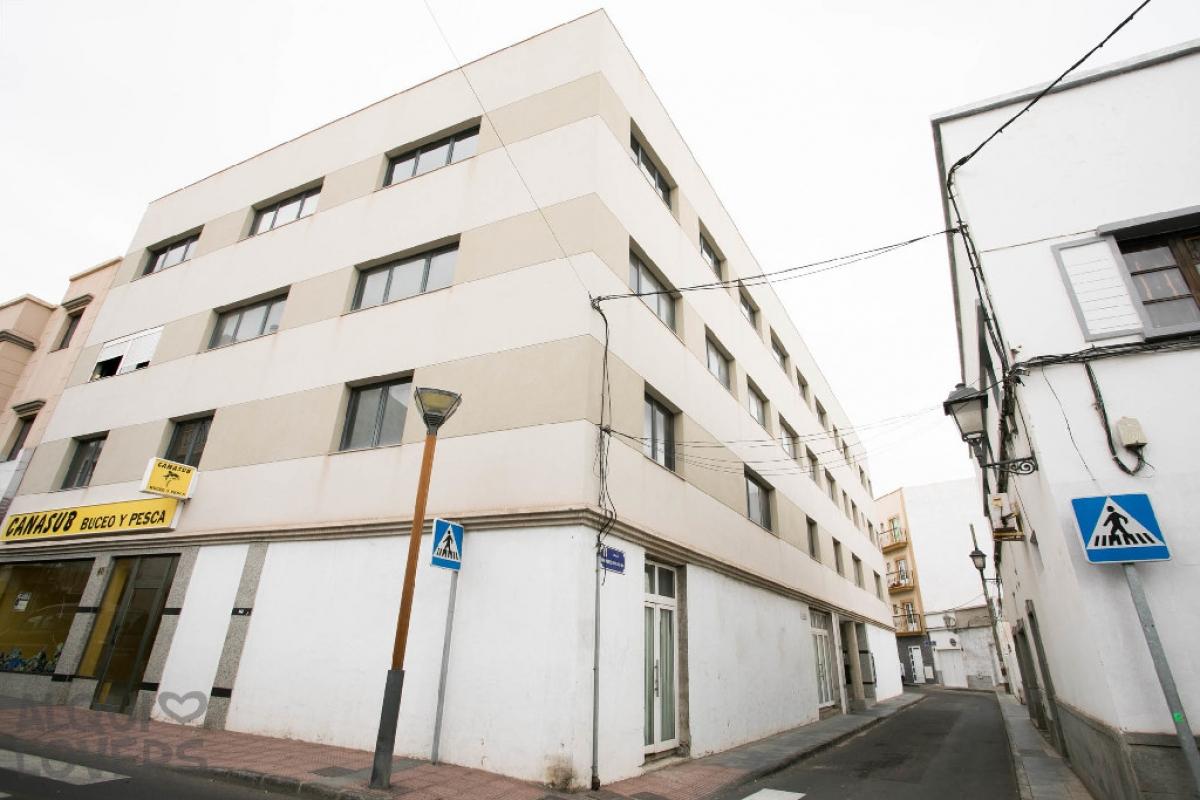 Piso en venta en Arrecife, Las Palmas, Calle Coronel Benz, 74.500 €, 2 habitaciones, 1 baño, 66 m2